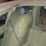 hier wird die Hardi Spritpumpe verbaut, links im Radkasten ist die Antenne zu sehen