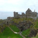 ....bis auf einmal Dunluce Castle auftaucht.