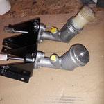 Die Hydraulikzylinder werden an die Halter montiert, Der Kupplungsgeber ist neu, da der alte nicht zu retten war