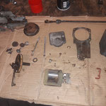dann wird alles komplett zerlegt. Ganz schön viele Teile, hat so ein Motor. LUCAS hat auch dieses Teil sehr haltbar und massiv konstruiert