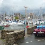 .....Dach zu.... Das ist der Hafen von Pontorson, wunderschöne, uralte Fischerstädtchen säumen die Küste