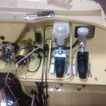 Hauptbremszylinder und Kupplungsgeber sind montiert, die Leitungen angefertigt und montiert. Der 2-Kreis Bremszylinder benötigt auch den Sockel vom 1500er Spitfire, da der Winkel anders ist