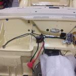 Der Magnetschalter ist auch montiert, es handelt sich um das Originalteil mit Startknopf, damit man den Motor auch von vorne Starten kann