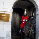 騎馬兵の左のパネルには、「馬が蹴ることもあるので注意!」