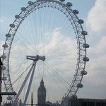 ロンドンアイの中にすっぽり入ったビッグベン