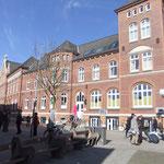 Das alte Historische Postgebäude in der Poststrasse welche auch schon die Stadtmitte ist und viele Kneipen, Restaurants und Eisdielen hat last minute auf norderney buchen