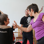Tanzen mit den Händen: Brigitte, Tobias und Christa