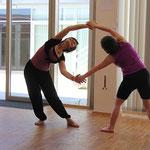 Katharina und Christa in einer Tanzimprovisation