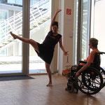 Veronika und Ulrike in einer Tanzimprovisation