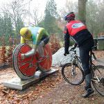 einer der Rennfahrerfiguren der Tour de France 2005, Bannetze