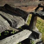 Stelzen, Steinplatten, umrandetes Tenn – typisch Stadel.