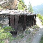 Bergbäuerliche Spontanarchitektur: Philemons Gädi ist für die einen ein bemerkenswertes Beispiel von Bricolage, für die anderen ein Schandfleck in der Landschaft.