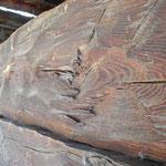 Hintere Herbrig: Kantholz mit Arbeitsspuren der Breitaxt