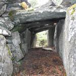 Rätselhafter Tunnelbau aus Natursteinen: Eine Falle für Kleinraubtiere.
