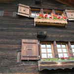 Alte Fenstergrössen neben heutigen Öffnungen.
