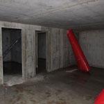 ...den wir später in zwei kleinere Räume unterteilen werden, daher zwei Türöffnungen.