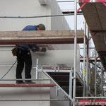 Die Stöße des Erd- und Dachgeschosses werden noch beplankt.
