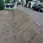 Die Abböschung zur Straße hin, damit diese nicht wegbricht, wurde allerdings tadellos durchgeführt.