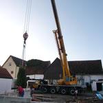 Im Einsatz war ein 80-Tonnen-Kran, obwohl ein 50-Tonnen-Kran ausgereicht hätte, aber da war wohl keiner frei