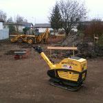 Der Kranstellplatz ist fertig, bis zum nächsten Wochenende soll auch die Baugrube fertig sein