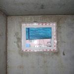 Das Glatthaar-Standardfenster in den Maßen 90 x 75 cm.