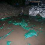 Ein Anblick, den man als Bauherr nicht gerne sieht - Baugrube unter Wasser