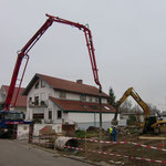 Die Baustelle ist eingerichtet und wartet auf den ersten von drei Betonmischer
