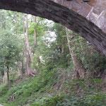 Zufahrt zur Niederbergbahn, Brücke mit Feldermauskästen