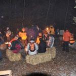 Fondue im Wald mit rund 100 Kindern, Eltern und Leiter