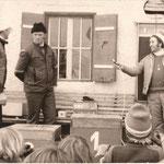 Christian Bucher bei einer Preisverteilung vor dem Hauser Wirt