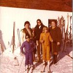 Hans Klausner mit Schwester Mutter und Fans
