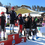 Josef Hinterholzer auf Platz 4 stolz mit seinem Pokal