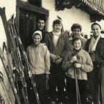 Maria Riedmann mit Bekannten aus Niederösterreich ca.1955