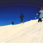 Barbara Adelsberger 1980 beim Faschings Skifahren.