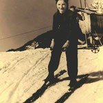 Barbara Adelsberger 1962, im Hintergrund der 1. Lift am Buchenstein.