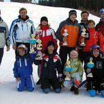 Siegerehrung Eröffnungsrennen der Trainingsgemeinschaft Pillerseetal 2005 mit den Klassensiegern und Vereinsvertretern und Ehrenschutz Reiter Franz