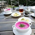 Yeah, kalte Rote Bete - Suppe! Ich liebe es! In Nida auf der Kurischen Nehrung, Litauen