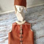 Weste und Mütze aus Schaffell, Artikelnummer Weste: 511, Mütze: Artikelnummer M117