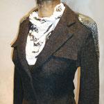 Jackett aus Wolle, braun/antrazit, Schulterpartie mit Pailletten besetzt, Größe 38 / 40 Artikelnummer 111
