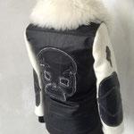 Lederjacke, Rückenansicht mit Totenkopfapplikation, Futter: Schaf kurzhaarig, Artikelnummer 113