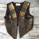 Weste aus Baumwolle mit verschiedenen Metallapplikationen, Größe 38 / 40, Artikelnummer 510