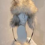 Schapka aus Wolfspelz mit Leder in verschiedenen Farben, Artikelnummer M112