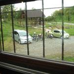 窓から見たバイクの景色