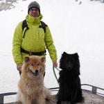Amy und Dana auf dem Skibob