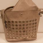 Handtasche mit Umhängegurt und herausnehmbarer Innentasche, Kunstleder, Farbe: beige, 49,95€, Meißner Straße, Schuhmoden und Königsbrück
