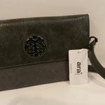 Abendtasche/ Clutch, Kunstleder/ Velour und Krokooptik, Farbe: grau, 49,95, Schuhmoden