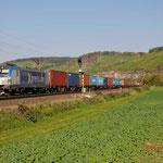 11 Oktober 2015: Himmelstadt / 193 842 BoxXpress met een containertrein richting Wurzburg.
