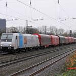 Oberhausen Osterfeld: 185 696 VTG met de Nievenheimer Aluminiumtrein richting Bottrop.