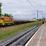 25 Juni 2014: Geleen Lutterade / 1101 RRF Met gasketelwagens naar Lutterade DSM, Rechts de IC naar Maastricht.
