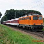 4 Juli 2014: Breyel / 1142 635 Centralbahn met autoslaaptrein naar Livorno.